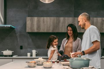 Imparare a educare i bambini a mangiare sano